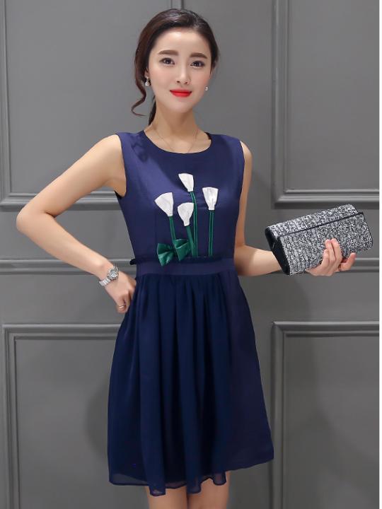 Sleeveless Dress with Flower-Detail (Code: E6310)