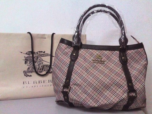 My friend bringing 1 burberry blue label from japan ginza shop, but ...
